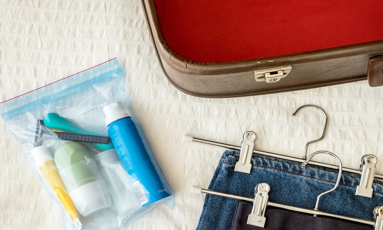 How To Travel Light With Toiletries? – What You Need And What You Don't